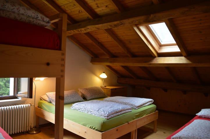 camera letto matrimoniale + 2 singoli