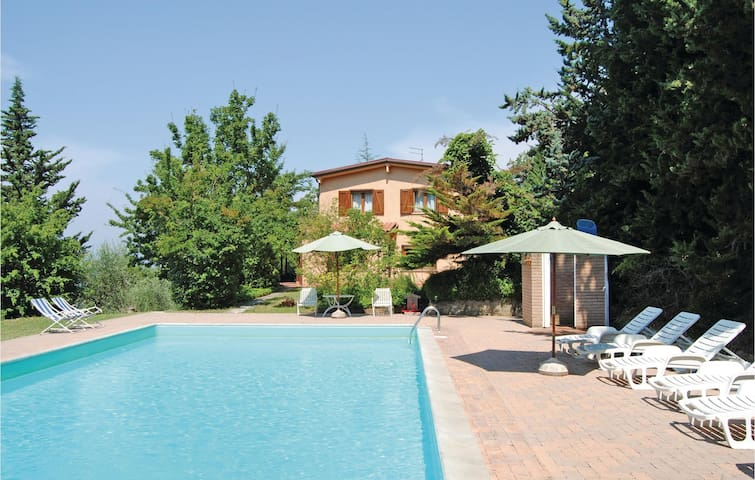 Holiday cottage with 4 bedrooms on 180m² in San Giustino PG