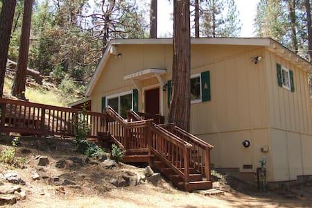 Midpines-Oaks Cabin, near Mariposa - Midpines - กระท่อม