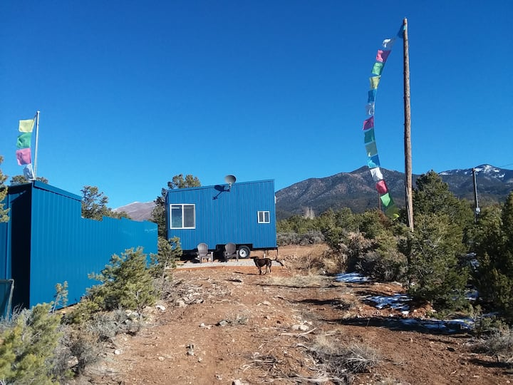Gorgeous Tiny Home! Base of the Mountains, 6 Acres