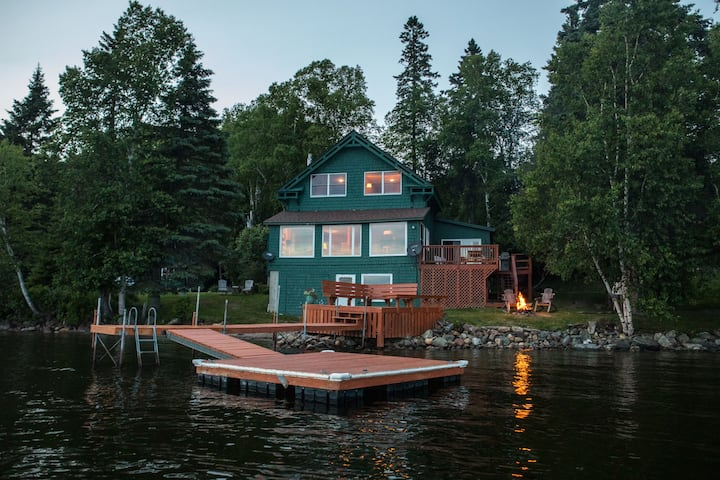 Rangeley Lakeside Lodge - Pets, Boats, Bunkhouse - Houses for Rent in  Rangeley, Maine, United States