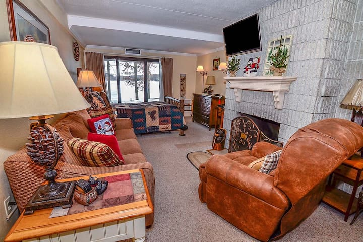106A- Recently renovated efficiency on the lakefront, has fireplace!
