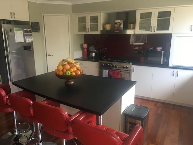 Spacious and stylish home - Rivervale - Maison