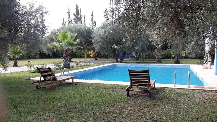 Belle villa  magnifique piscine  sans  vis à vis