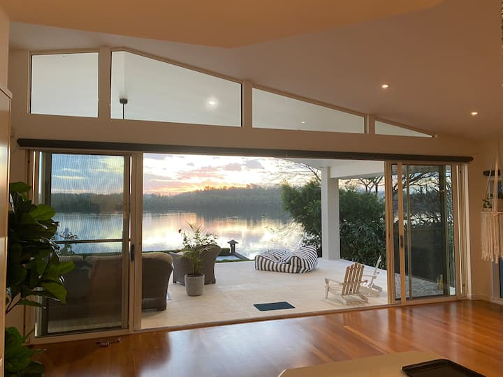 Northshore Sunsets,port Macquarie, free WIFI,river
