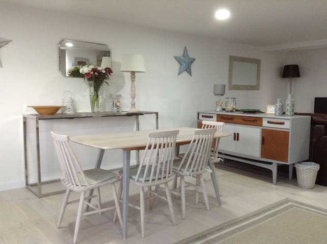 Beachside abode for two Holywell Bay  Cornwall