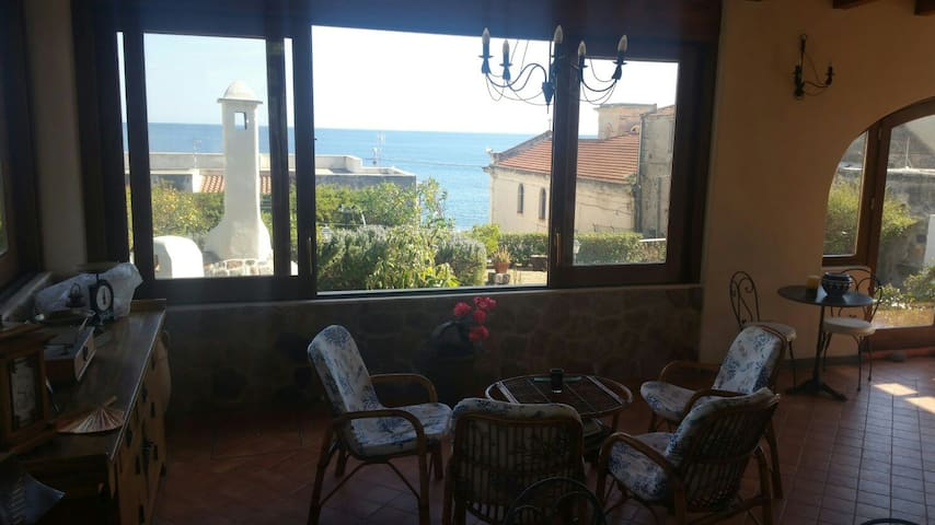 Villetta Marina with ocean view 400m from the cent