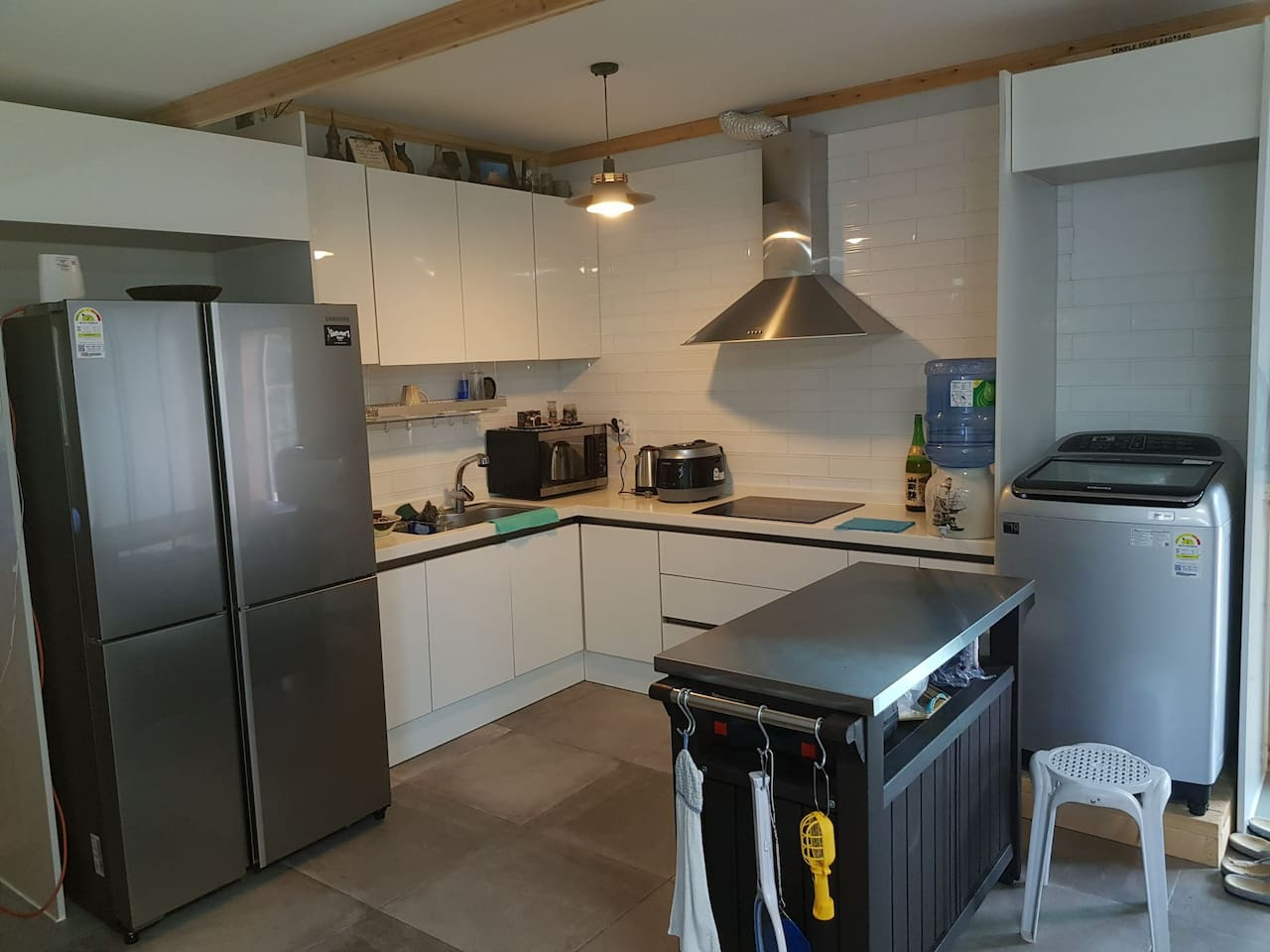 Fully equipped kitchen ready for you to use!