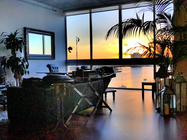 Miami Beach open loft on water w/ private rm/bath - Miami Beach