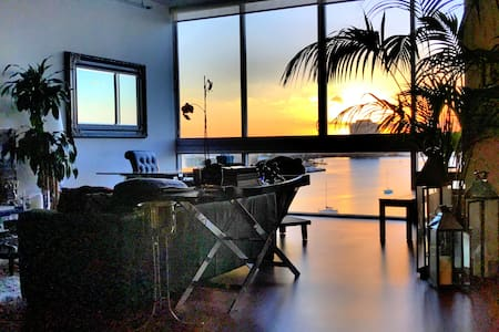 Miami Beach open loft on water w/ private rm/bath - Miami Beach - Loft