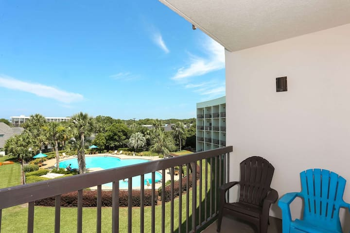 Fantastic water views!  Resort-style pool.  Dock for your boat. 3 miles from Gulf Beaches