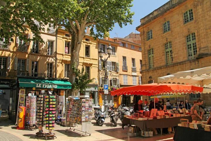 Beau studio Place de la Mairie tt équipé wifi