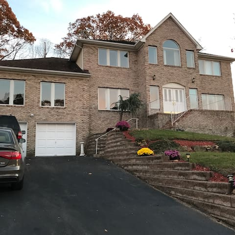 Private BR, Private BA, in a large home. - Morris Plains