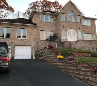 Private BR, Private BA, in a large home. - Morris Plains - Hus
