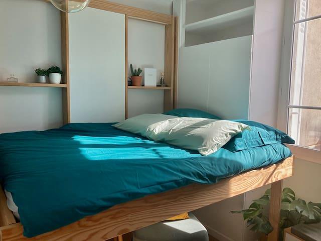 Le lit (140 x 190) est très confortable !