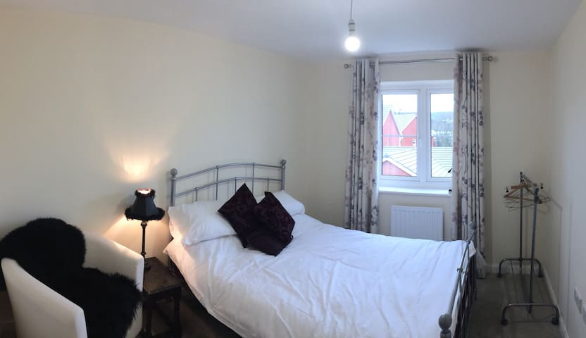 Bright Double Bedroom close to A30 & the Airport - Ottery Saint Mary