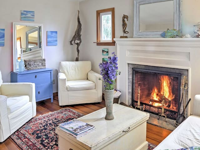 """CT """"top 10 unique places to stay"""" The Cottage"""