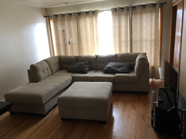 Comfy Apartment with Full Amenities