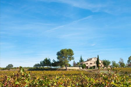 Masia Vera for 20 guests, surrounded by Spanish mountains and vineyards! - Barcelona Region