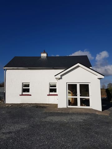 Lake view cottage Sleeps up to 6. Pet friendly - Galway - Casa
