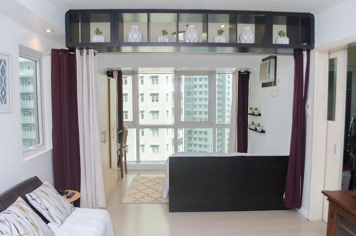 Chic Cozy Studio in BGC with Fast WiFI @Indigo
