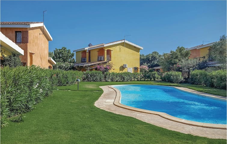 Semi-Detached with 2 bedrooms on 70 m² in Sant´Anna Arresi (CI)