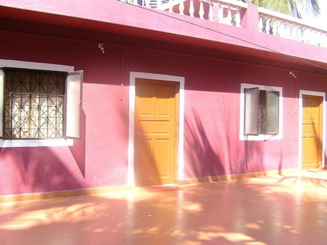 Theresa's Guest House, 2min to Calangute Beach