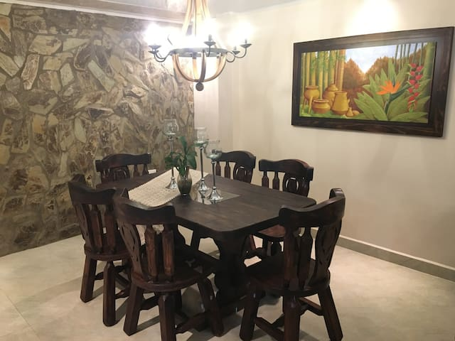 Casa Huéspedes en Montenegro - Montenegro - Pension