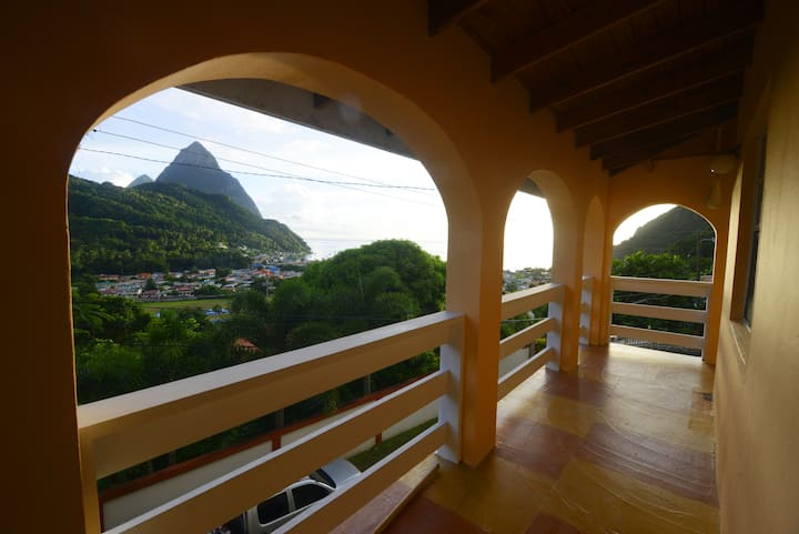Piton Grandeur Apt 1 - Piton and Sea View!