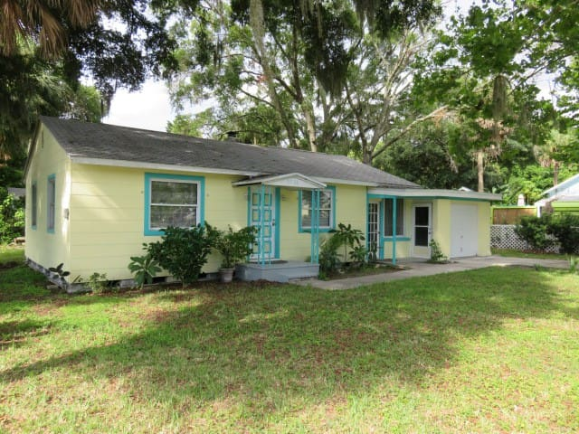 Downtown New Port Richey Cottage