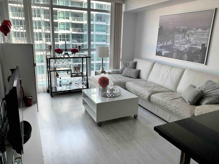 Luxurious 1 bedroom condo in prime location! ⭐️⭐️⭐️⭐️⭐️