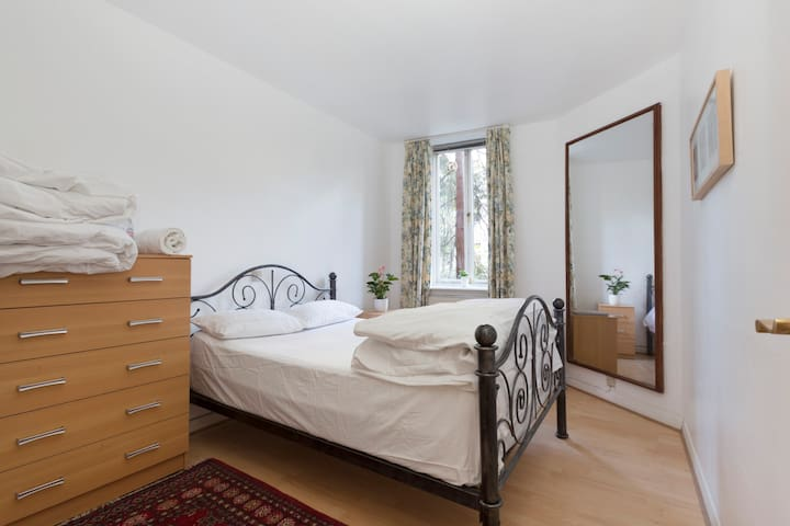Cosy D/Bedroom Central London near Oxford St.