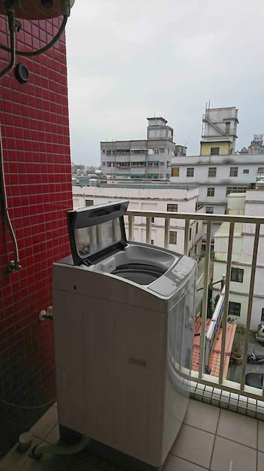 陽台備有洗衣機洗衣時可以感受都市的寧靜