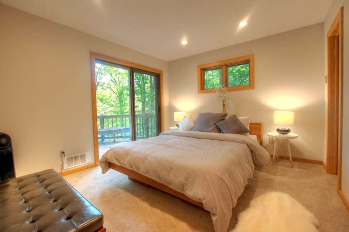 Master with walk out deck and en suite bath (1 of 5 bedrooms)