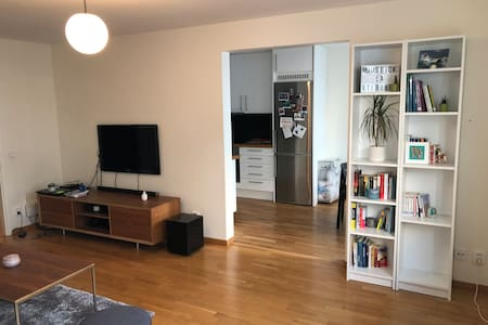 59sqm flat in trendy Södermalm with king size bed!