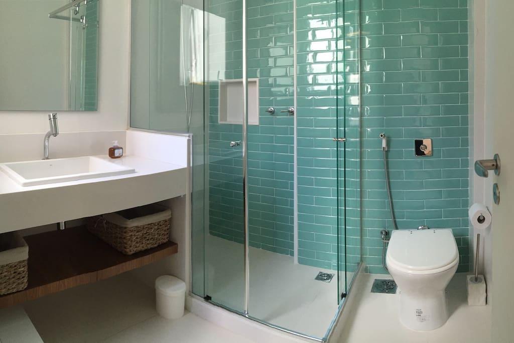 Banheiro totalmente novo