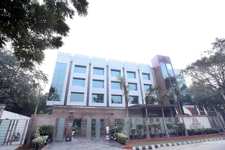 Luxury Stay for Small Get Together- North Campus