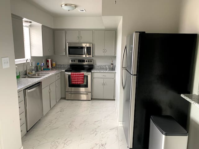 Beautiful upstairs Apartment 2BD/1BA in DFW area