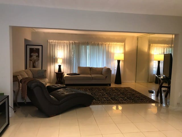 Quiet Pool and Garden in The Shores - Miami Shores - Huis