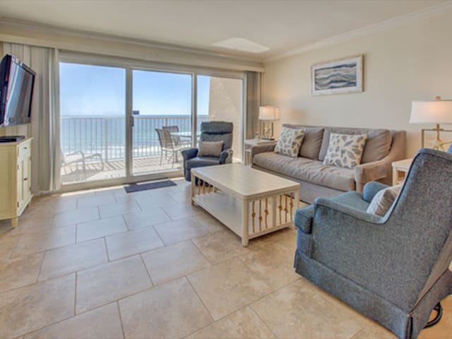 5th Floor Pretty Gulf Front Condo! Great Amenities, Near shops and dining!
