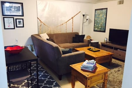 Lincoln Park-Steps from Transport! - Chicago - Apartment