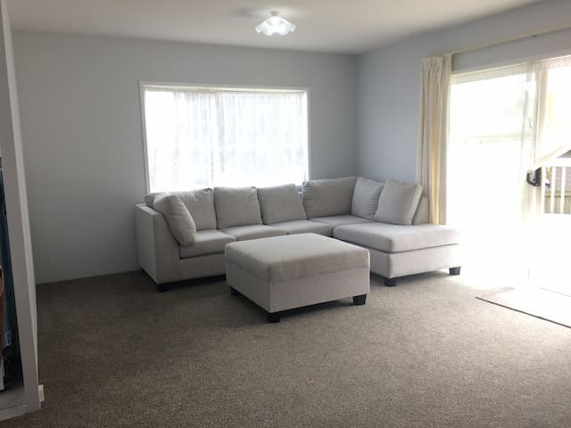 Nice, clean room next to city and shopping centre - Auckland - Hus