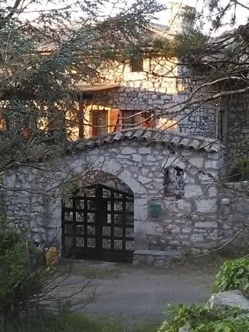 5 chambres dans maison en pierre sud ardeche