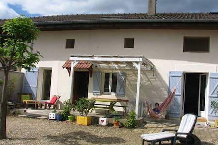 Maison ancienne - Cormoranche-sur-Saône