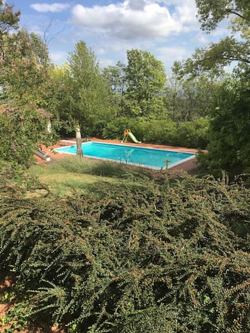 Splendida villa immersa nella natura con piscina