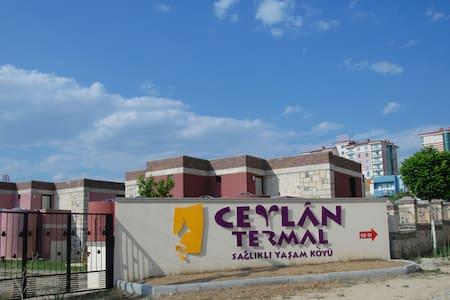 CEYLAN TERMAL TAŞ TERMAL VİLLALAR - Gazlıgöl / YAYLABAĞI - Villa