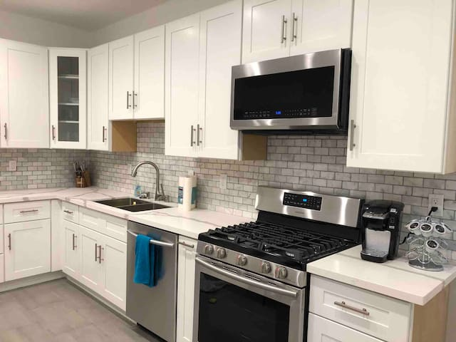 2.5 bedrooms, 1 bath - entire apt newly remodeled