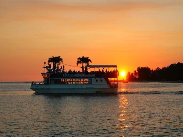 Marina Jack's sunset cruise