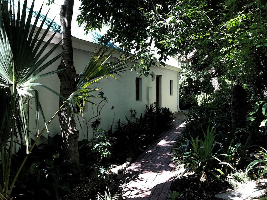 Tamarix Cottage - an 18th C. stable sensitively renovated in 2015 by leading Cape conservation architects