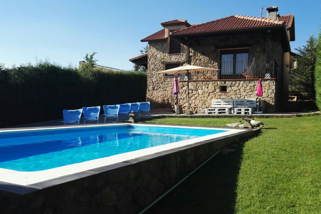 Precioso chalet con piscina chalets for rent in otero de for Camping en castilla y leon con piscina